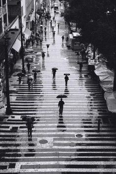 Rain in black and white / Lluvia en blanco y negro, San Pablo, Brasil © ppucci… Street Photography, Art Photography, People Photography, Rainy Day Photography, Rainbow Photography, Landscape Photography, Fashion Photography, Wedding Photography, Photos Originales