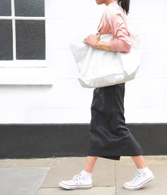 Lorna Luxe: pink top, tote bag and the Radial statement cutout cuff