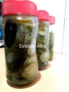Pepinos en conserva Drink Bottles, Water Bottle, Drinks, Food, Gastronomia, Canning Recipes, Pickling, Juices, Sweets