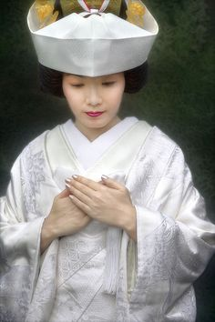 Google Image Result for http://i.pbase.com/o6/91/43791/1/46286275.fTqtUmlL.WS8E8567_japan_bride_dress.jpg