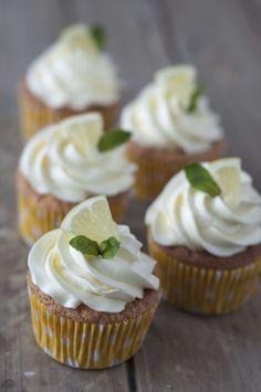 Diese feinen Zitrone Cupcakes sind der Star auf jedem sommerlichen Kuchen Buffet!