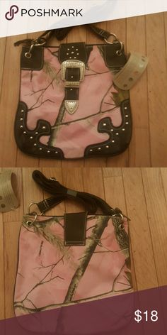 Realtree Pink Camo pocketbook New..tags still on Bags Shoulder Bags