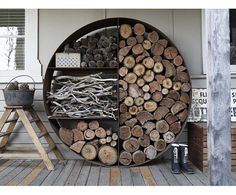 ranger le bOis Diy Storage Projects, Storage Hacks, Storage Ideas, Firewood Holder, Firewood Storage, Campfire Stories, Chalet Chic, Clutter Free Home, Fire Pit Backyard