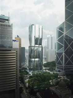 UK architecture studio Zaha Hadid Architects has unveiled its design for a sinuous, glass, 36-storey skyscraper, which will be built in Hong Kong at 2 Murray Road on what is reportedly the world's most expensive plot. Arquitectos Zaha Hadid, Zaha Hadid Architects, Zaha Hadid Design, Road Pictures, Wordpress, Central Business District, Sky Garden, Glass Facades, Garden Architecture