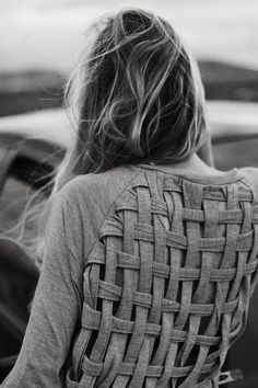 really cool way to transform an old boring shirt into something fun! Via Sortrature Cool DIY T shirt Redesign Ideas T-Shirt Custom Trends Make Your Own Sweatshirt, T Shirt Diy, Diy Sweatshirt, Diy Tshirt Ideas, Sweater Shirt, Diy Ideas, Sweater Vests, Gray Sweater, Grey Cardigan