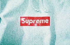 Supreme ve Swarovski imzalı 25. yıla özel 1,201 kristal taştan oluşan tişörtler. Supreme ve Swarovski tişört. Bol ışıltılı tişörtler ve sweatshirtler.  #supreme #swarovski #ışıltı #işbirliği #supremeswarovski North Face Logo, The North Face, Swarovski, Logos, Logo