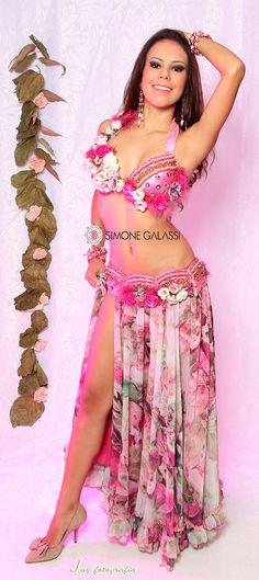 Figurino para Dança do Ventre em estampas de rosas