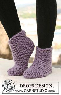 """Rätstickade DROPS sockor i två trådar """"Eskimo"""". Kan också stickas i en tråd """"Polaris"""". ~ DROPS Design"""
