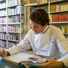 ALMA la Scuola Internazionale di Cucina Italiana: Let's see what books are essential in a cook's library: the must-haves of Italian gastronomy, particularly those about pasta and pizza.