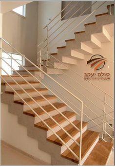 מדרגות עץ House Stairs, Stair Railing, New Homes, House Design, Home Decor, Ideas, Decorating Ideas, Stairway, Stair Banister
