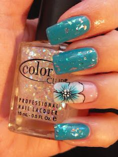 It`s all about nails: Nail art 'Blue flower & diamonds'
