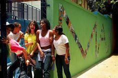 """Aos 52 anos , tornei-me por acaso aluno de uma escola pública. A história começa no segundo semestre de 2007, quando um grupo de alunos, pais e professores, inconformados com o anúncio do fechamento de sua escola de ensino fundamental e médio (Carlos Maximiliano, mais conhecida por Max) decidiu procurar ajuda, mas com pouca esperança:...<br /><a class=""""more-link"""" href=""""https://catracalivre.com.br/geral/urbanidade/indicacao/como-virei-aluno-de-uma-escola-publica/"""">Continue lendo »</a>"""
