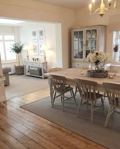 Open Plan Kitchen Dining Living, Living Room Kitchen, Home Decor Kitchen, Home Living Room, Living Room Decor, Cottage Living Rooms, Cottage Interiors, Comedor Shabby Chic, Dining Room Inspiration