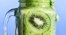 Voit käyttää vihersmoothieen valitsemaasi vihreää. Kokeile lehtikaalia, pinaattia tai salaattia, josta pidät. Koristele smoothielasit ohuilla kiiviviipaleilla.