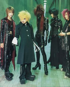 Dir En Grey has been around for a long time - almost 20 years! It's easy to forget that they started out as a visual kei band.