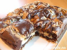 This cake is so good! Norwegian Cuisine, Norwegian Food, Torte Recipe, Vegetarian Cake, Cake Batter, Dessert Bars, Let Them Eat Cake, Cake Cookies, Chocolate Cake