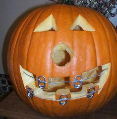 You can use the lids of soda cans to make braces for your pumpkin!