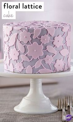 Create this pastel cake design for Mother's Day using the Wilton Blossom and Leaves Double Cut-Outs Sets to get perfect results!