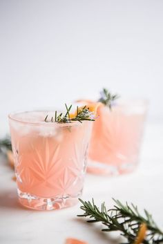 The warm flavors of cardamom infused gin, the tartness of freshly squeezed grapefruit, the subtle earthiness of rosemary syrup and the sweet bubbles of prosecco join forces to create magic in a glass. Grapefruit Cardamom Gin Fizz from The Modern Proper Tonic Cocktails, Cocktail Drinks, Fizz Drinks, Cocktail Ideas, Gin Cocktail Recipes, Drinks Alcohol, Cocktail Shaker, Fancy Drinks, Summer Drinks