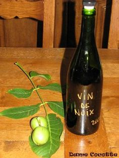 Vin de noix Cocktails, Cocktail Drinks, Juice Drinks, Alcoholic Drinks, Old Fashioned Drink, Sixpack Training, French Wine, Edible Gifts, Wine Cheese