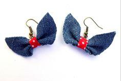 boucles d'oreille dormeuses en jean mignonnes vintage noeud papillon à ruban rouge : Boucles d'oreille par ideemae  earrings jean bow cute handmade