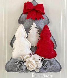 Albero di Natale in feltro con alberelli piccoli come
