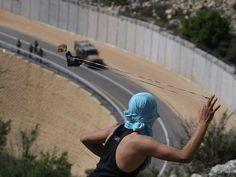 El conflicto entre israelíes y palestinos ha vivido un convulso año, con una ofensiva de bombardeos sobre la franja de Gaza por parte del ejército israelí. La respuesta de Hamás no se hizo esperar, pero el alto el fuego decretado a finales de noviembre vía http://www.rtve.es/noticias/resumen-ano-2012/fotos-ano-2012/#