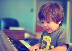 Quiancinha no Piano / Imagens Fofas para Tumblr, We Heart it, etc