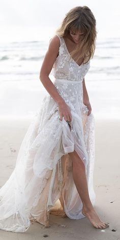 Amelie wedding dress from the Anna Campbell Wanderlust Collection exclusively featured on LOVE FIND CO. Simple Sexy Wedding Dresses, Western Wedding Dresses, Traditional Wedding Dresses, Bridal Dresses, Wedding Gowns, Lace Wedding, Beach Style Wedding Dresses, Wedding Vintage, Dresses Dresses