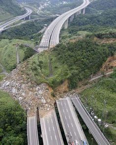 N° 28 – Un éboulement à Taïwan. - Publicité -