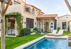 Mediterranean-style dream home with rustic interiors in the Arizona desert - Mediterranean Decor Style At Home, Style Toscan, Mediterranean Style Homes, Spanish Style Homes, Mediterranean Architecture, Lakeside Cottage, Lakeside Beach, Tuscan Style, Rustic Style