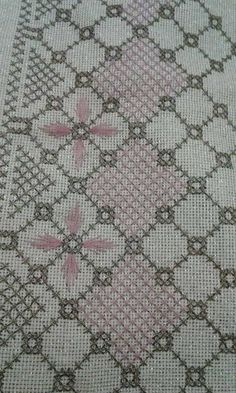 Hand Embroidery Projects, Embroidery Designs, Cross Stitch Embroidery, Needlework, Deco, Rugs, Knitting, Towels, Farmhouse Rugs