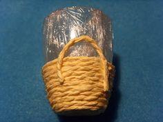 le minis di Cockerina: baskets from string tutorial Dollhouse Tutorials, Diy Dollhouse, Miniature Tutorials, Dollhouse Accessories, Barbie Accessories, Miniature Kitchen, Miniature Dolls, Clay Miniatures, Dollhouse Miniatures