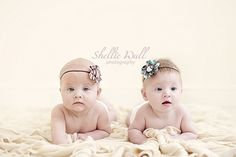 Twins photography yumminess & squishiness to take you into the weekend. All these squishy & lovely twins photos were taken by talented baby photographer Shellie Wall