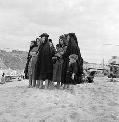 Nazaré, 1953-57, ph. Artur Pastor Photo Reference, Good Old, Portuguese, Old Photos, Retro Vintage, Nostalgia, Terra, Black And White, Country