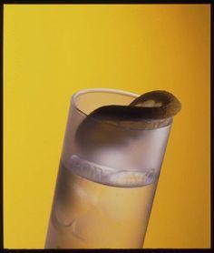 Sugestão de verão: Portonic  Receita: 50% de Vinho do Porto Branco Seco (Dry White) + 50% de água tónica + cubos de gelo e uma rodela de limão; servir em copo tipo long drink com um folha de hortelã.