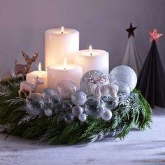 Een adventskrans is een hangende ronde krans van gevlochten dennen- of sparrengroen als symbool van hoop met vier kaarsen waarvan tijdens de advent er elke week één meer wordt aangestoken. De krans wordt zowel in huis als in de kerk gebruikt. Op de laatste zondag voor kerst branden dus alle kaarsen.…