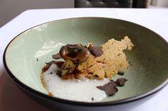 Zwezerik, Bergse oesterzwammen, selderij, truffel en krokante aardappelchips, Restaurant Hemingway in Bergen op Zoom.