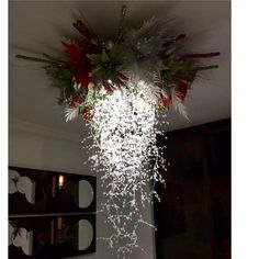 Have seen a lot of this type of decoration but this one is fabulous! Noel Christmas, Rustic Christmas, Christmas Projects, Christmas Lights, Christmas Wreaths, Christmas Ornaments, Christmas Ceiling Decorations, Christmas Centerpieces, Christmas Chandelier Decor
