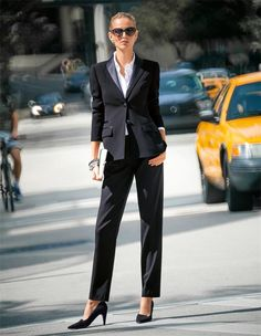 Schmale Damen Bundfaltenhose in den Farben schwarz, violett - dunkellila, viola - lila - im MADELEINE Mode Onlineshop