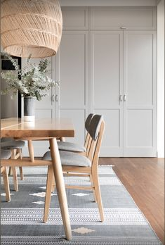 Real reno: Alexandria factory conversion comes together - The Interiors Addict Hall Cupboard, Linen Cupboard, Gray Dining Chairs, Light Wood Dining Table, Rattan Chairs, Accent Chairs, Beautiful Dining Rooms, Beautiful Space, Best Dining