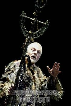I love the light on Prospero here. I also think that the staff is pefect.
