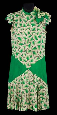 Debbie Reynolds green & white leaf patterned sleeveless dress from Singin' in the Rain. Costume design: Walter Plunkett