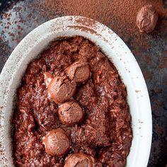 Romerige sjokoladeryspoeding. Dessert Recipes, Desserts, Pot Roast, Kos, Yummy Food, Dishes, Ethnic Recipes, Tailgate Desserts, Carne Asada