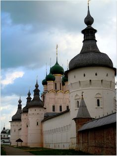 """""""Rostov the Great"""" is one of the oldest town in Russia. Russian Architecture, Church Architecture, Beautiful Architecture, Rostow Am Don, Photo Chateau, Wladimir Putin, Ukraine, Imperial Russia, Place Of Worship"""