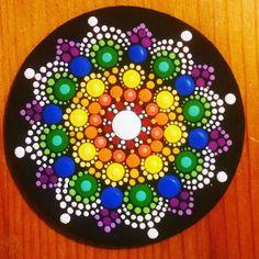 Mandalas dibujados y pintados en madera - Mandalas