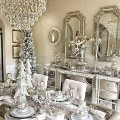 Here are best White Christmas Decor ideas. From White Christmas Tree decor to Table top trees to Alternative trees to Christmas home decor in White. Christmas Table Settings, Christmas Tablescapes, Christmas Table Decorations, Decoration Table, Holiday Decor, Silver Christmas, Elegant Christmas, Christmas Home, Christmas Trees