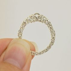 Link no longer valid, but this is a great idea for a chainmaille ring