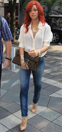 "The best ""sexy"" for a Brunch Lady - Jeans, White shirt, pumps"