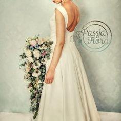 bukiet ślubny kaskada z anemonami Wedding Dresses, Fashion, Bride Dresses, Moda, Bridal Gowns, Wedding Dressses, La Mode, Weding Dresses, Fasion